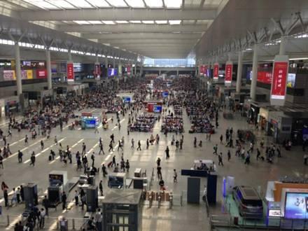 2015年5月1日上午虹桥站候车室.jpg