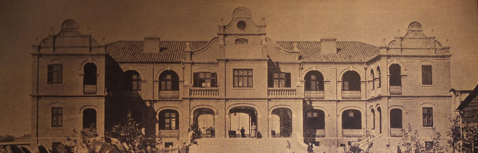 建成于1912年的沪杭铁路上海站,1916年12月后改称上海南站,1937年8月毁于侵华日军战火(位于黄浦区车站路中山南路与瞿溪路之间.JPG