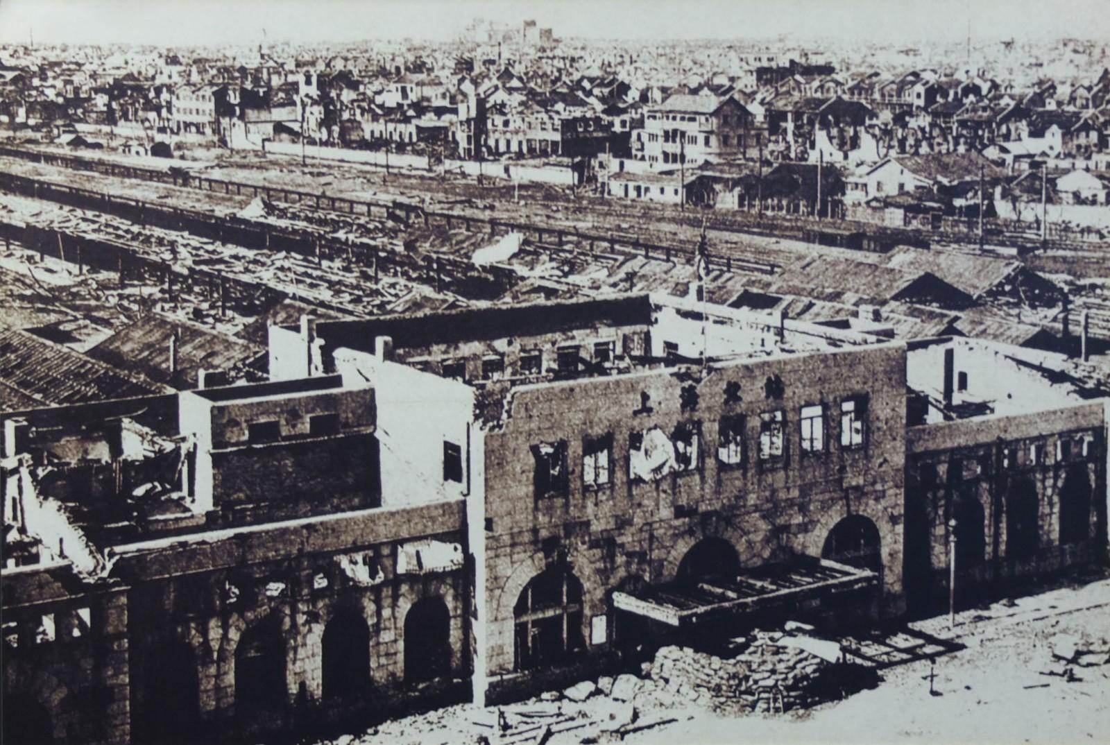 1937年8月日军轰炸后的上海北站.JPG