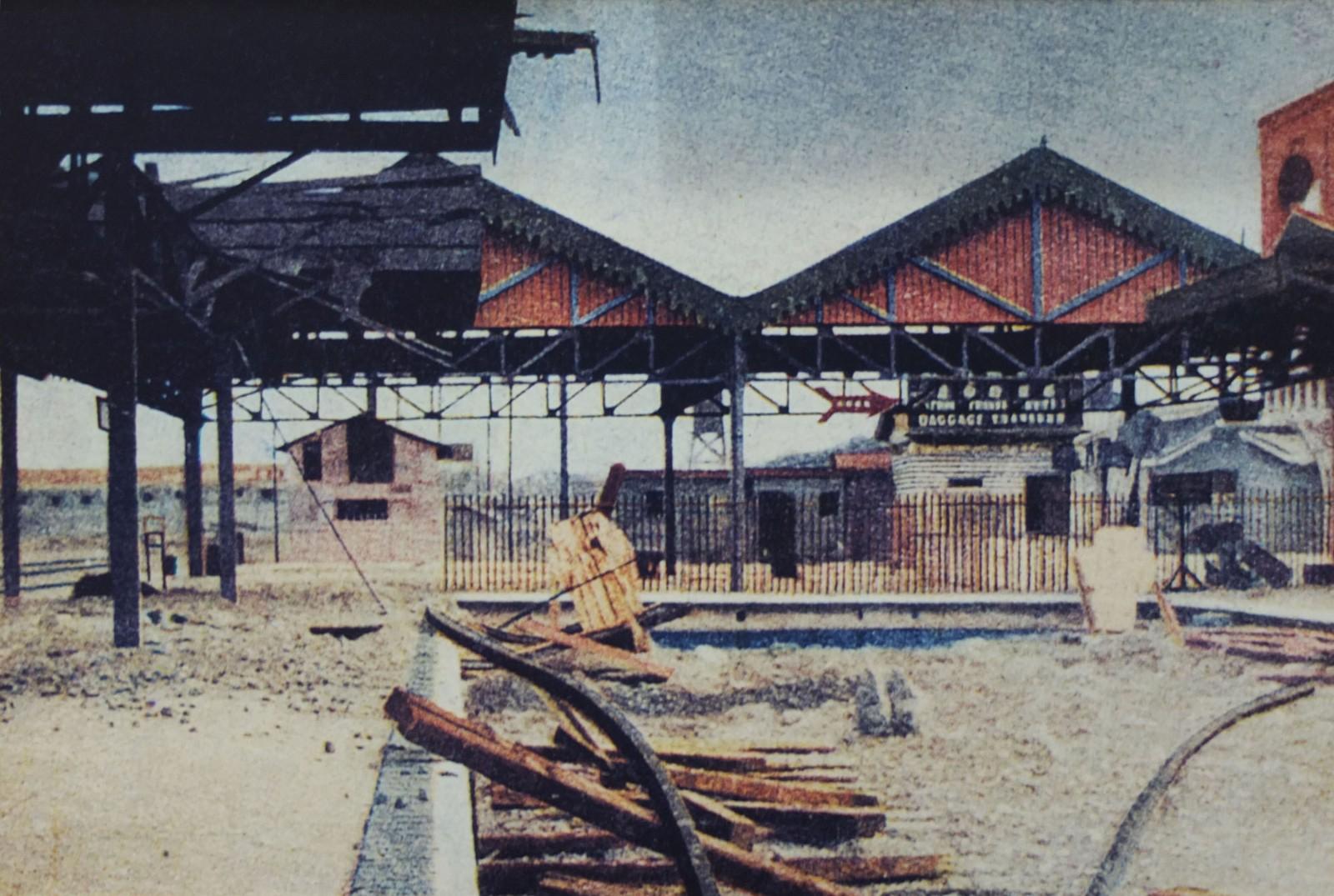 遭日军轰炸后的上海北站.JPG
