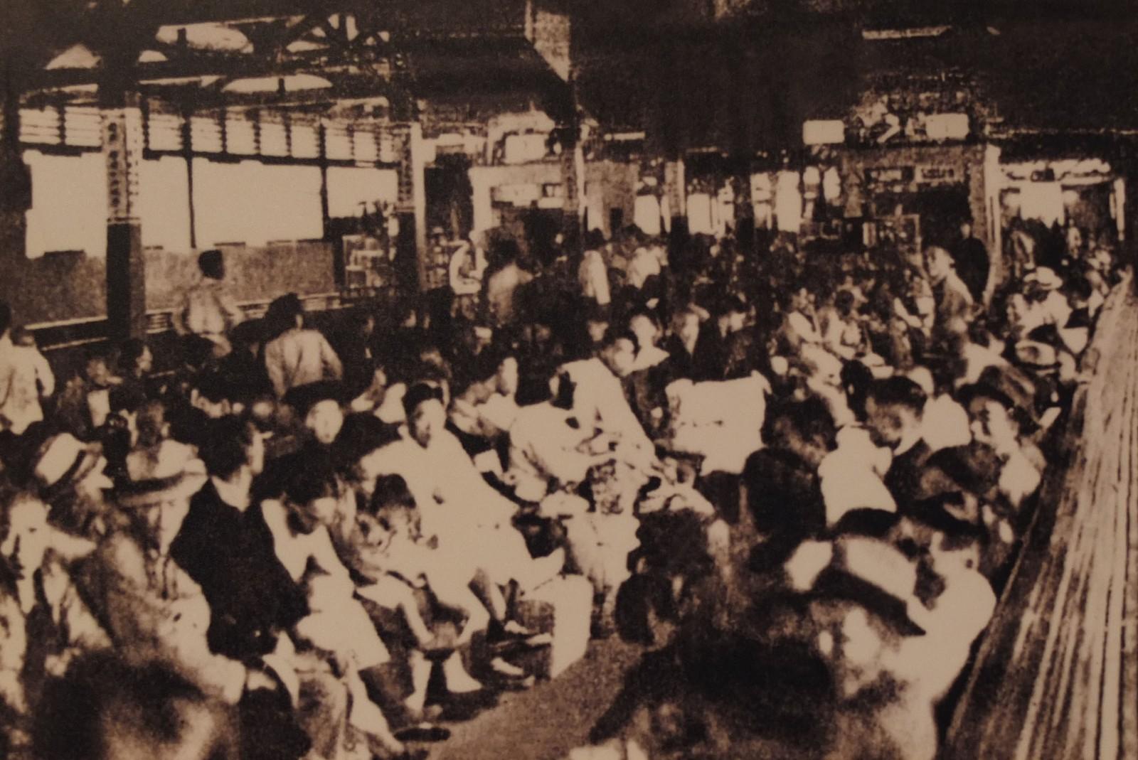20世纪50年代上海站候车室.JPG