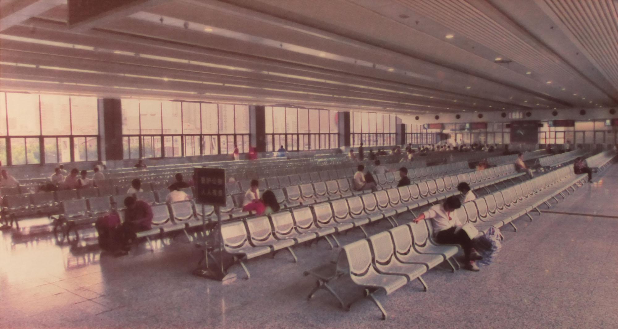 20世纪90年代上海站候车室.JPG