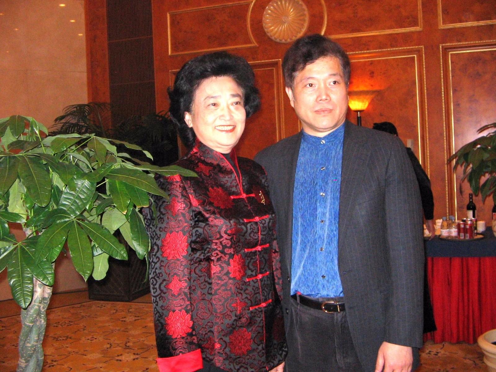 赵丽宏和俞丽拿2005年3月在北京.JPG