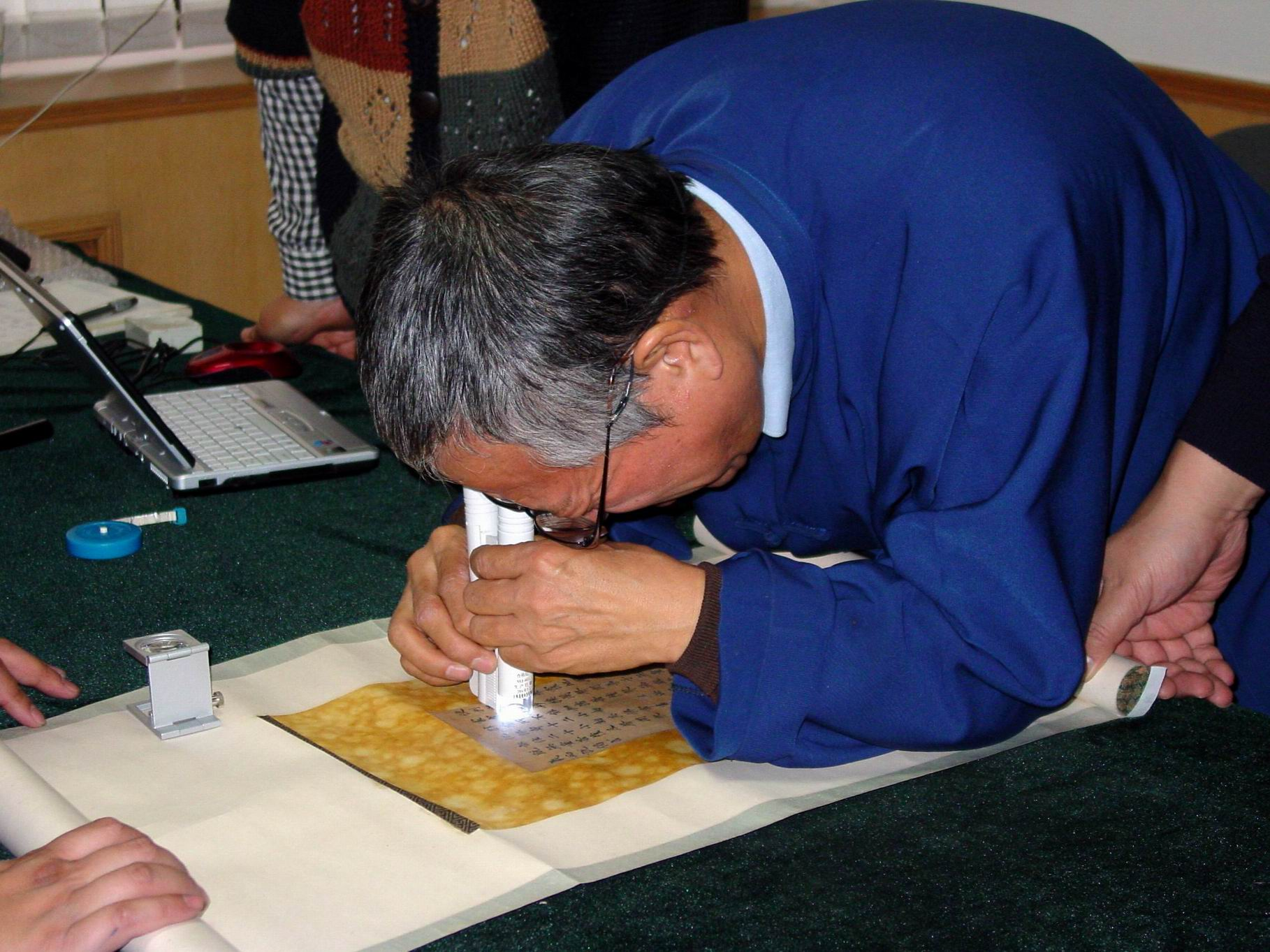 200612在中国书店考察敦煌遗书-4.jpg