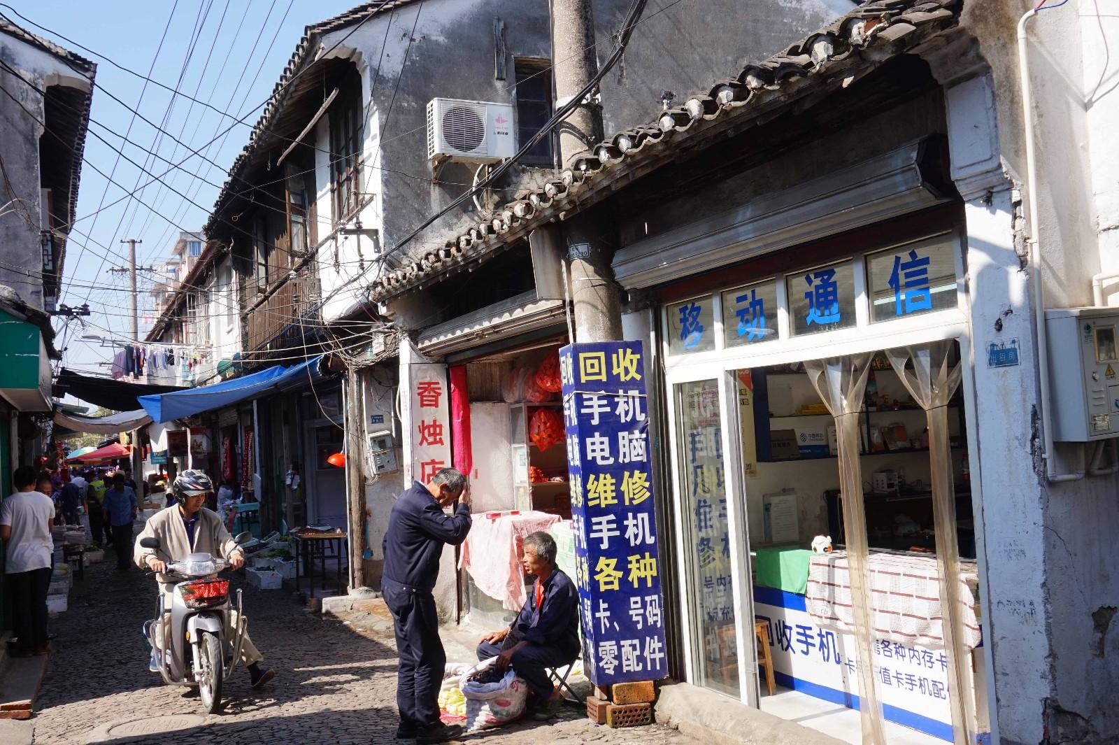 """发《上海纪实》""""西门,西门""""二(照片7)-现在的西大街生态(龚静 摄于2015年秋).JPG"""
