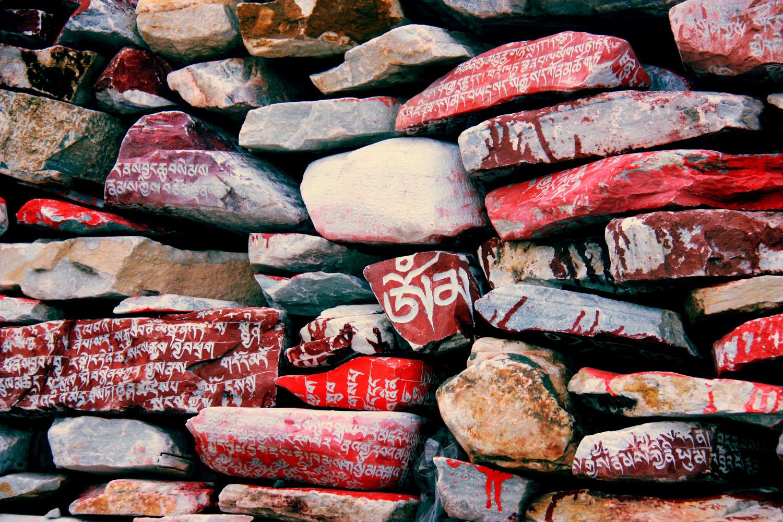 3、玛尼石墙.jpg