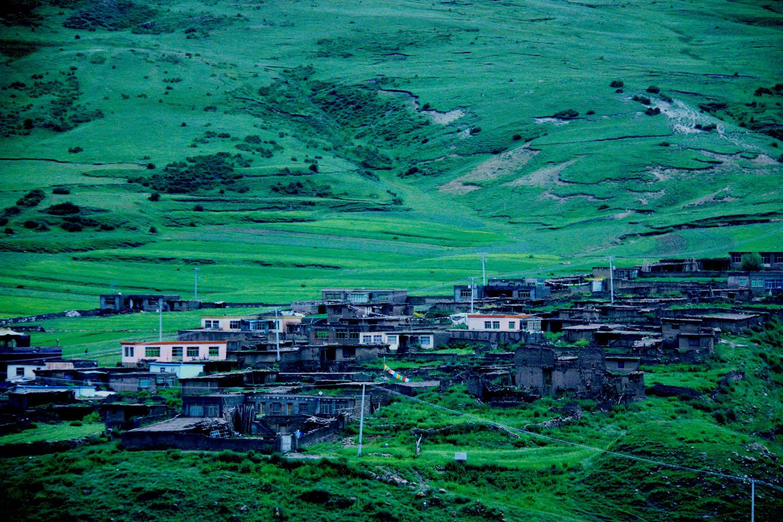 5、山坡上牧民的房子.jpg