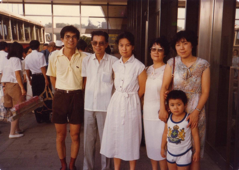 1981年草婴全家合影.JPG