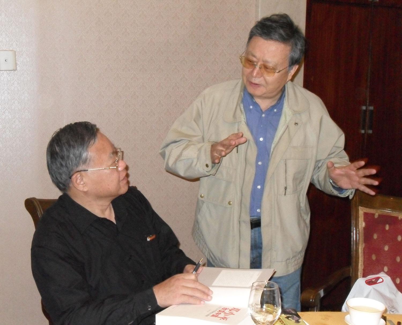叶永烈在北京采访万里次子万仲翔(2012年10月10日).jpg