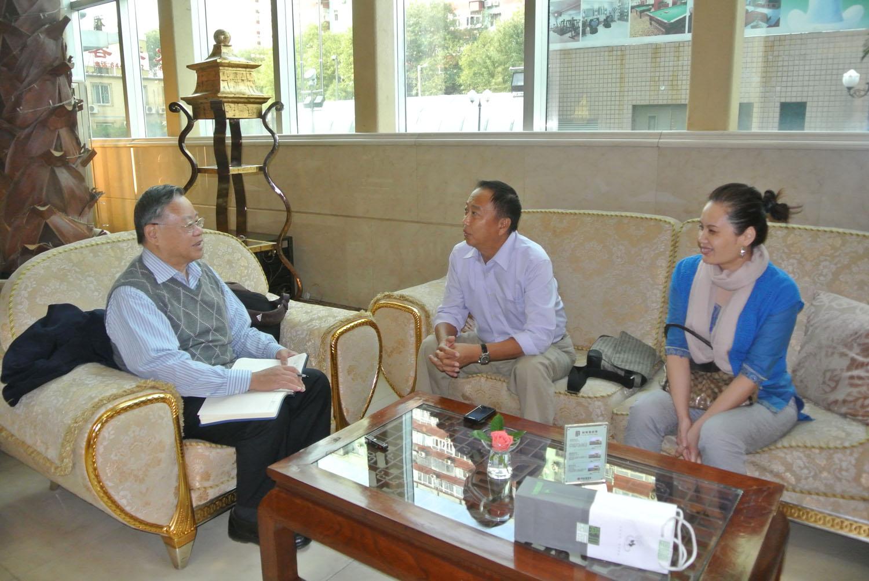 2012年10月14日下午叶永烈在北京采访万里最小的儿子万晓武夫妇.JPG