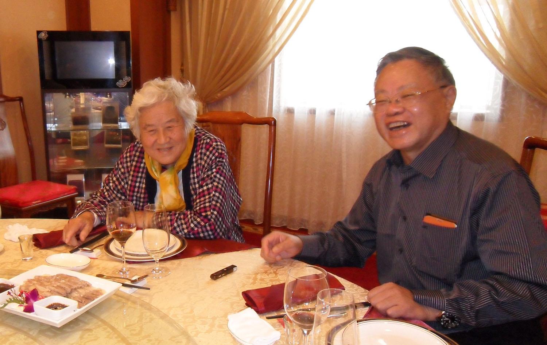 2012年10月12日中午叶永烈在北京丰泽园饭店采访万里大妹万云.jpg