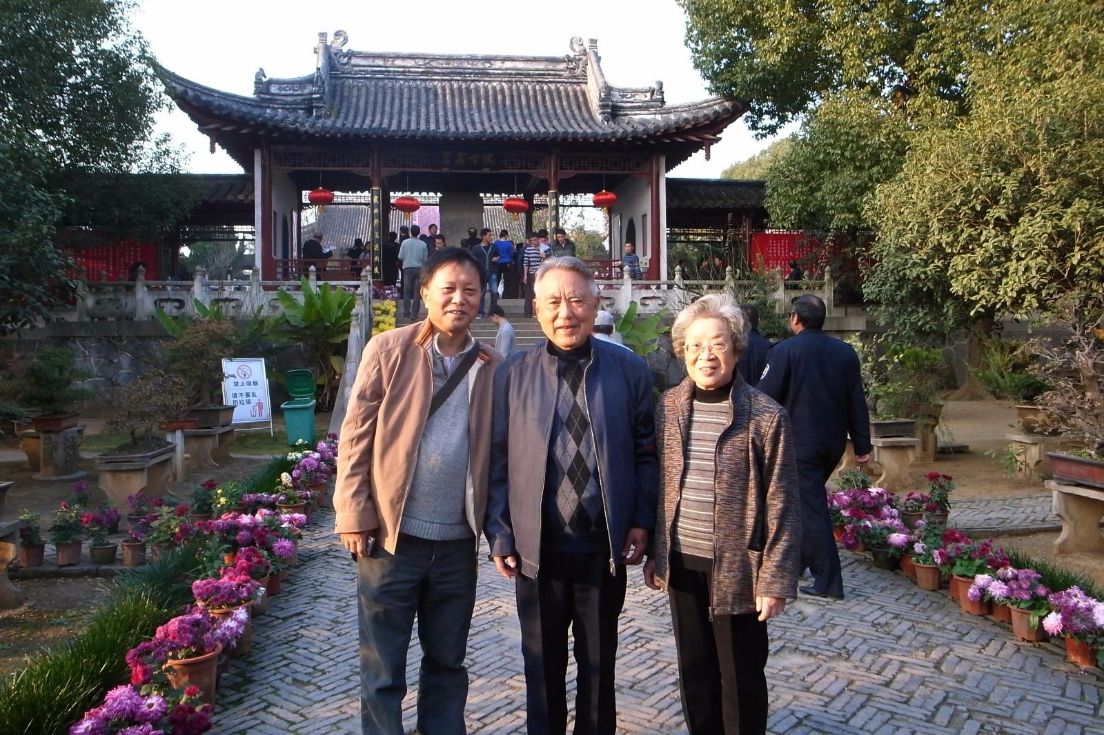1-作者与江曾培夫妇在全椒参观吴敬梓纪念馆.jpg