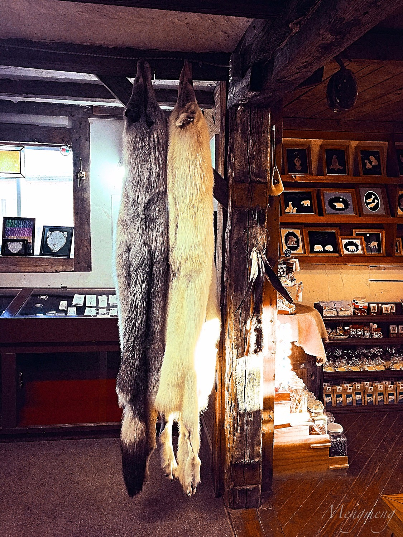 丘吉尔镇上富有旧日风情的商店.jpg