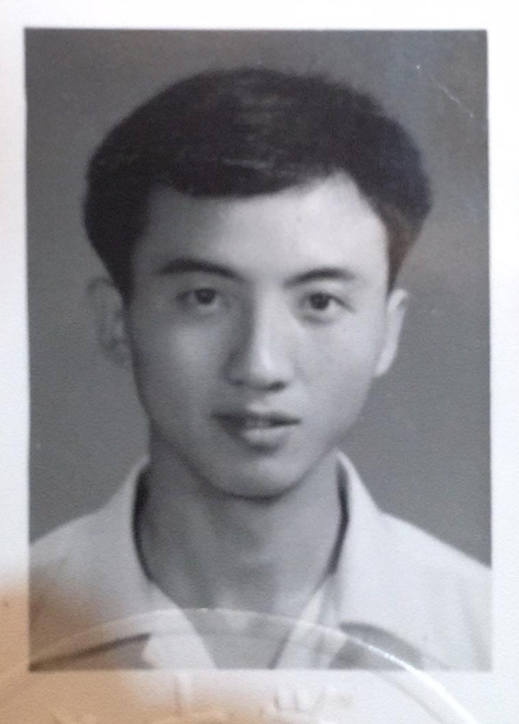 发黄的毕业照上的帅哥徐扬.jpg