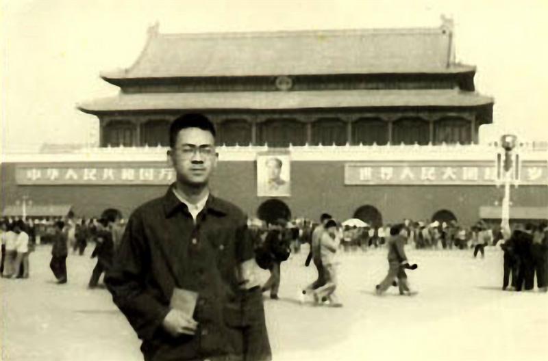 管新生1966年大串联在北京天安门.jpg