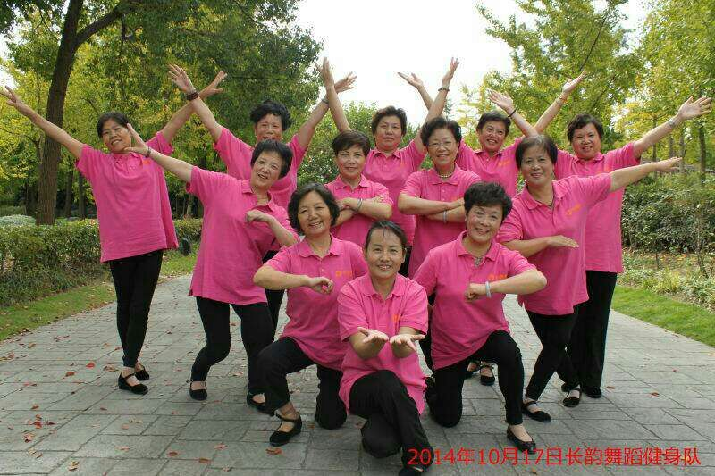 """随着时光的流逝,当年小分队的女队员都已进入""""中国大妈""""的级别。可她们依然焕发在强烈的青春气息,保持着当年文艺女青年的朝气。.jpg"""