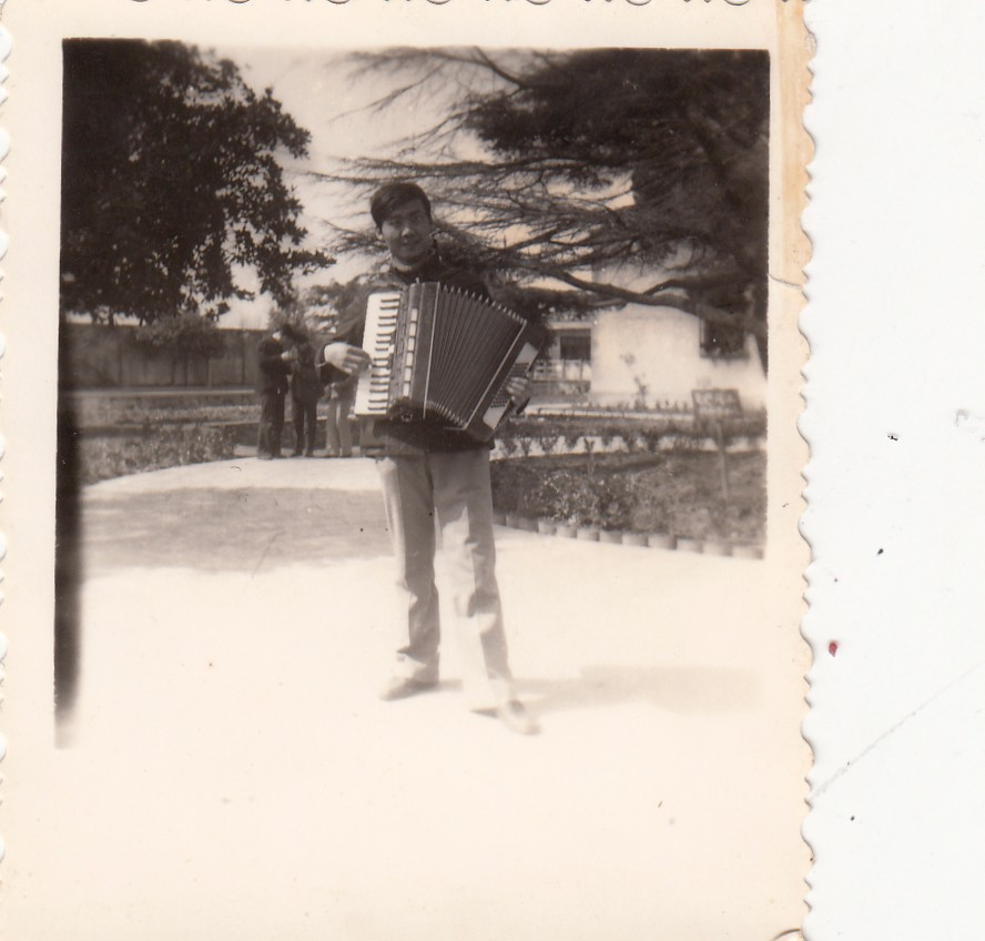 """迈出安图中学校门多年的我,是否依然还有着当年小分队乐手的""""范儿"""".jpg"""