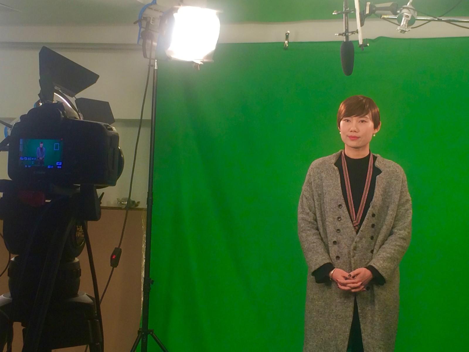"""当选第八届上海市""""慈善之星""""后接受电视台采访.jpg"""