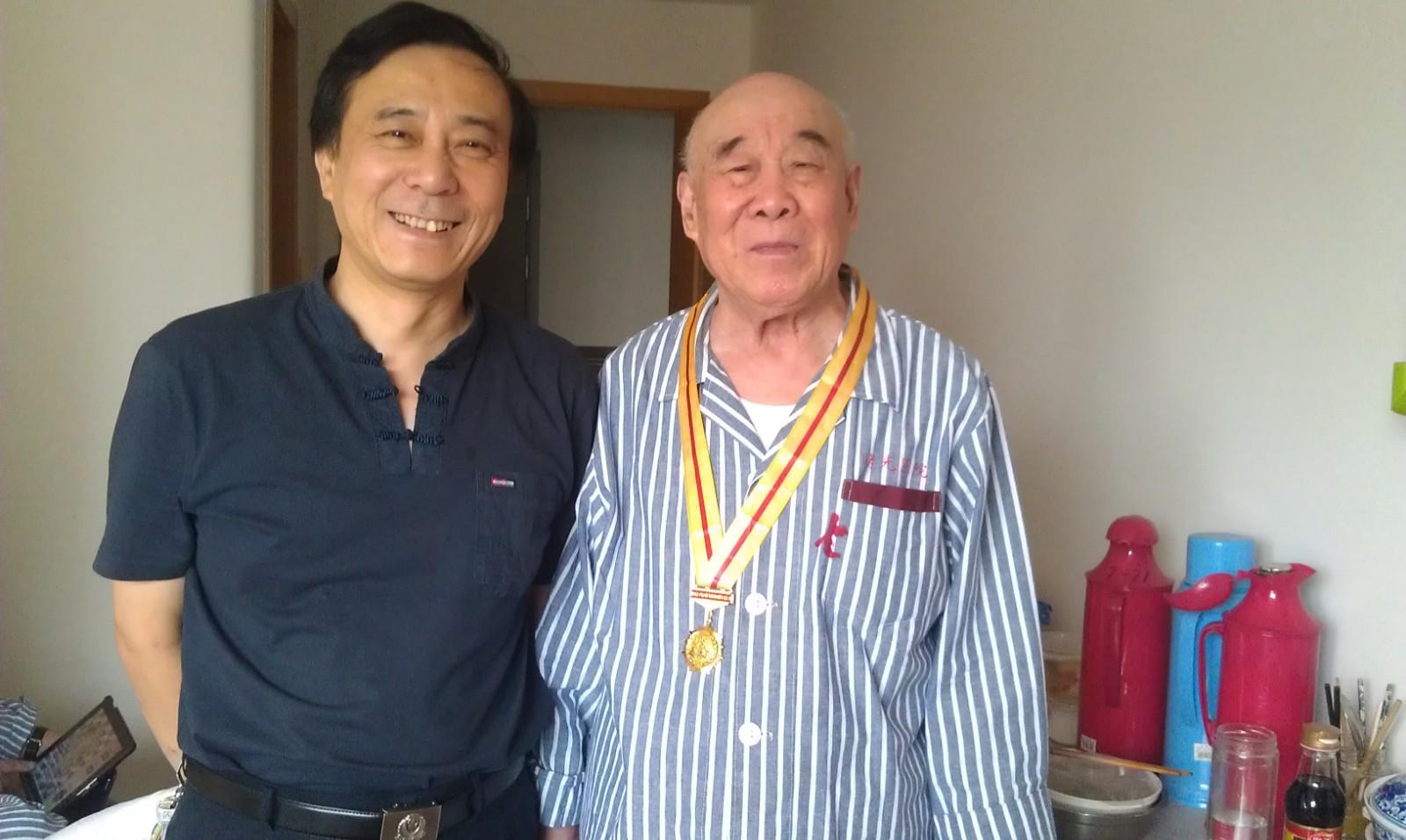 2,老父荣获抗日胜利70周年纪念章.jpg