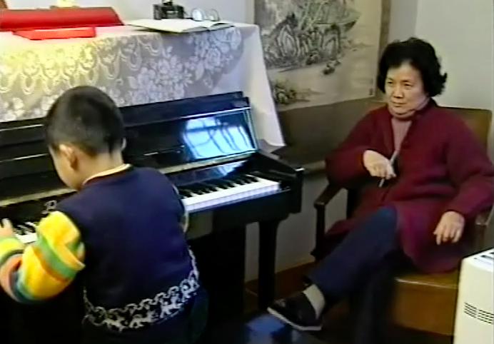 幼时在著名钢琴家叶惠芳教授指导下练琴。.png
