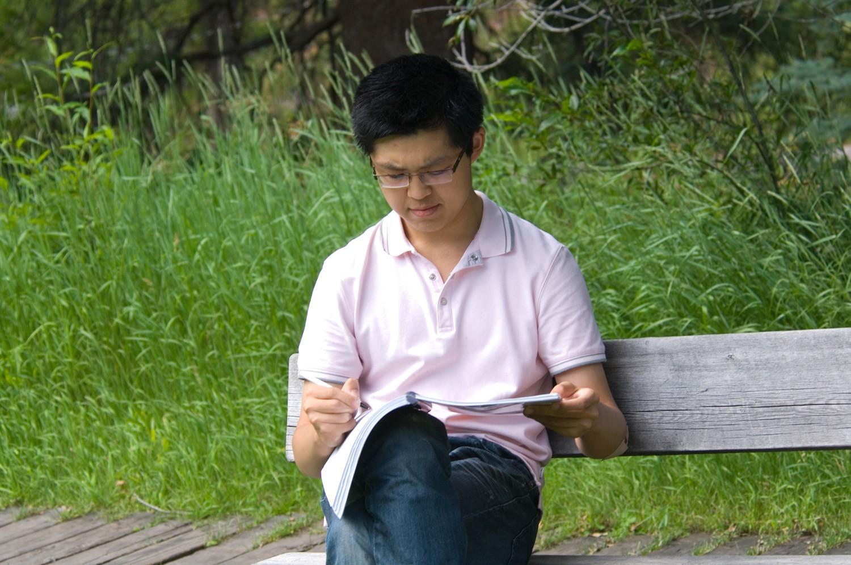 在茱莉亚音乐学院学习时喜欢在寂静的阿斯本山间埋头于作曲中。.jpg