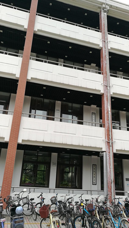 图三:复旦大学第三教学楼(局部)龚静 摄于2019年5月.jpg