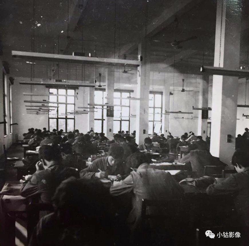 图七:当年的图书馆阅览室。(图片来自网络).jpg